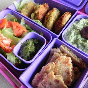 Lunchbox меню: Фалафел с питка А ла романия