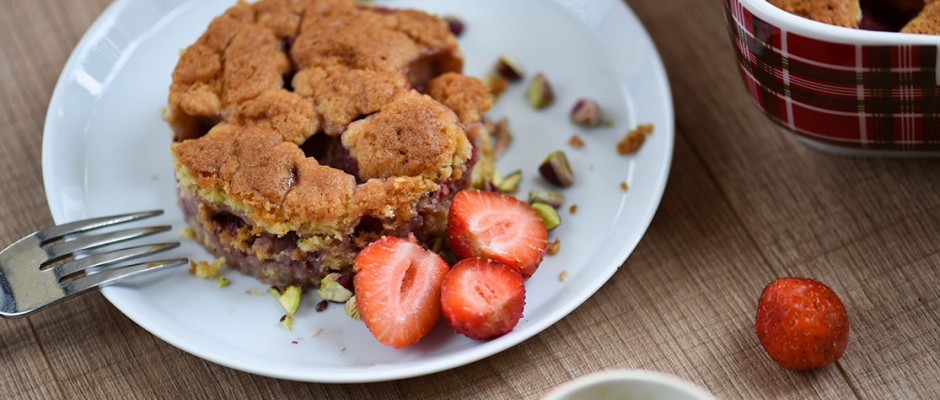 strawberry crumb tart