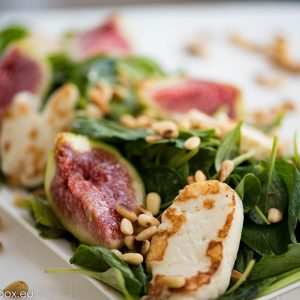 Spinach, Halloumi and figs salad