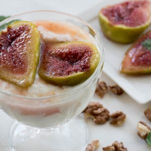 baked figs with yogurt