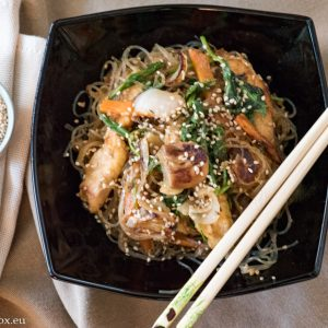 Оризови спагети с пилешко и зеленчуци