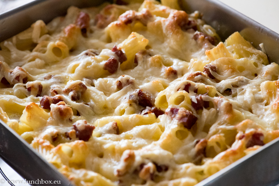 Quick and easy macaroni with ham and cheese